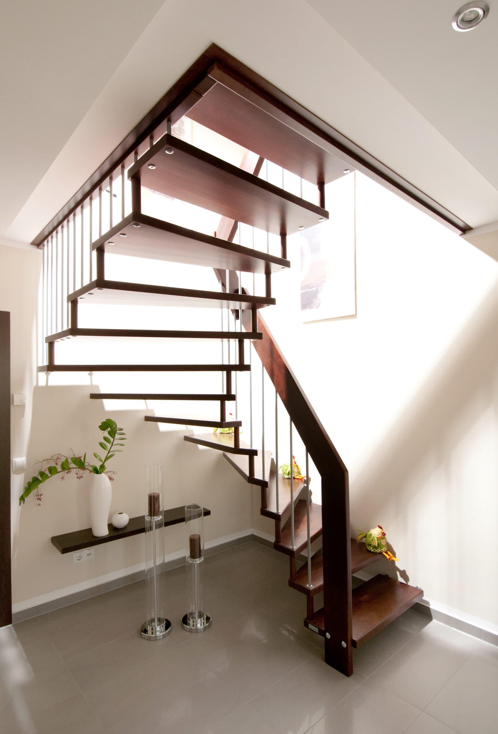 mansardenvilla-umlaufenden-dach