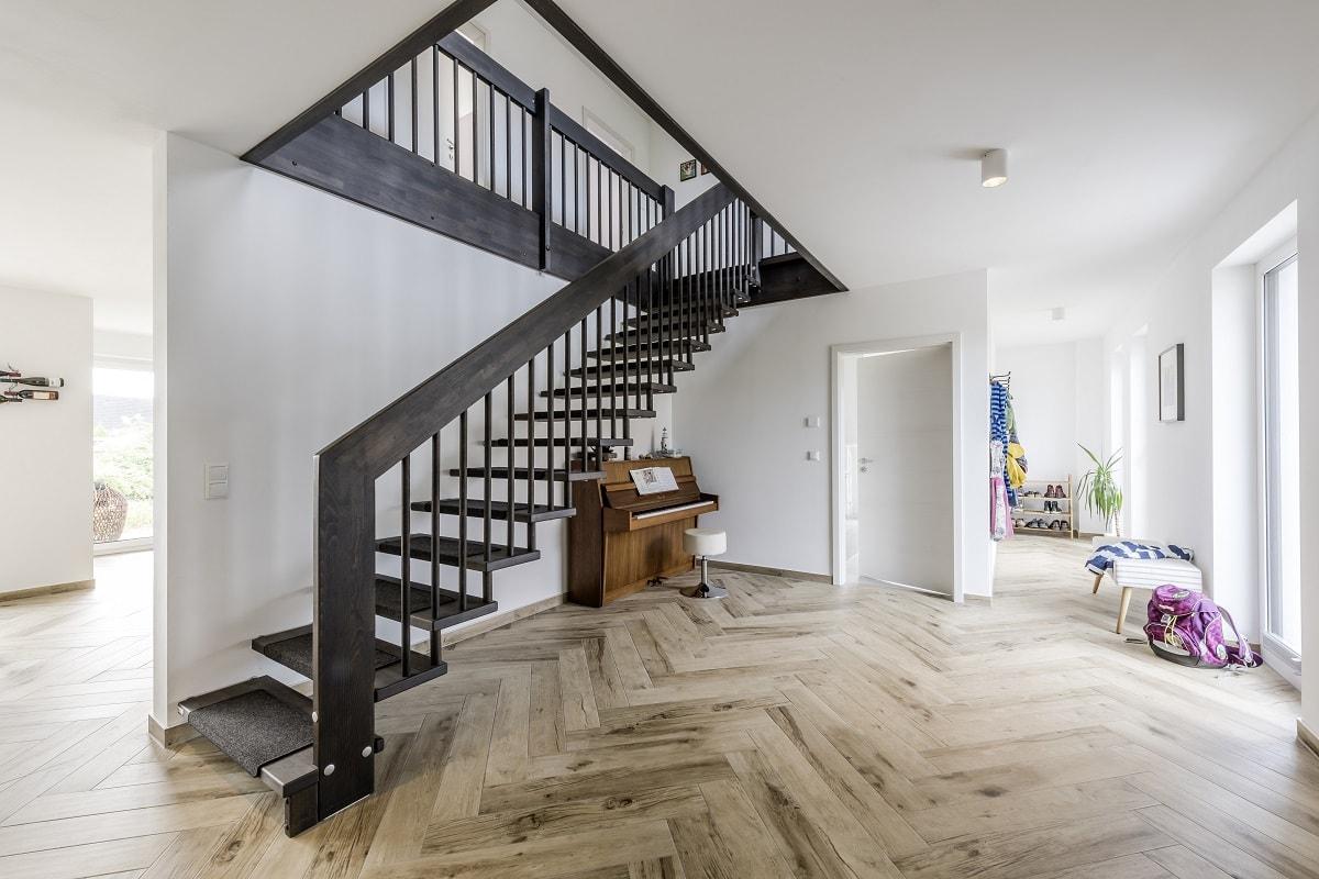 einfamilienhaus-diele-eingang-treppe