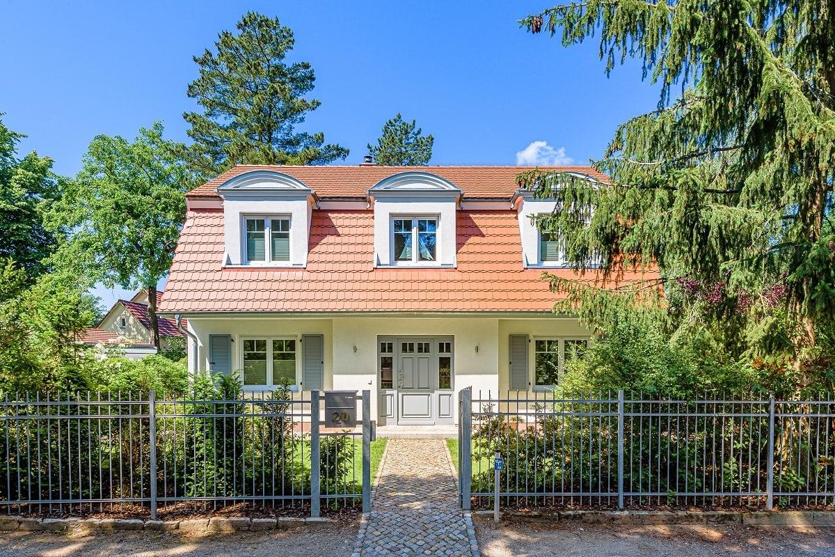 landhaus-mansardvilla-biberschwanz-fensterladen-1