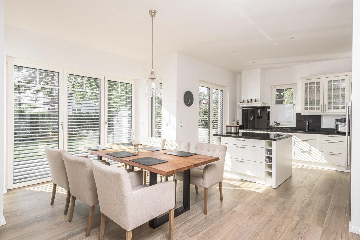 stadtvilla-offener-wohnbereich-küche-erker