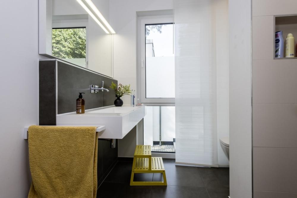 bauhaus-souterrain-staffelgeschoss-badezimmer