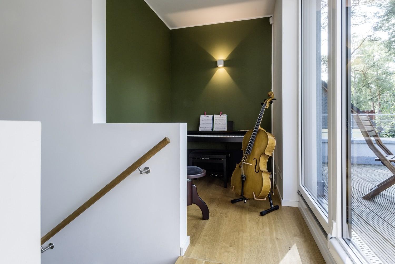 bauhaus-souterrain-staffelgeschoss-diele-balkon
