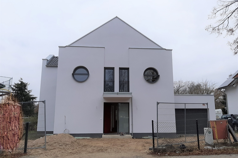 hausbesichtigung-satteldachhaus-dallgow-doeberitz-eingang