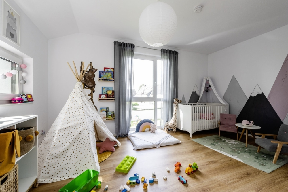 einfamilienhaus-satteldach-kinderzimmer-fensterband