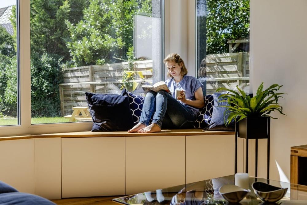 einfamilienhaus-satteldach-wohnzimmer-gemuetlich