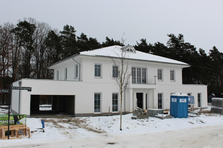 hausbesichtigung-klassische-stadtvilla-arge-haus-bad-saarow-hauseingang